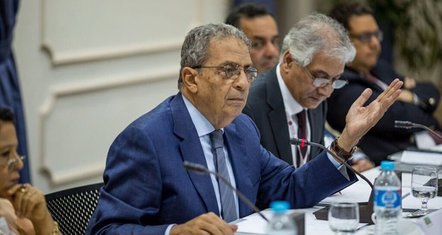 Former Arab League head Amr Moussa was one of the political scientists, policy makers and journalists to debate the relationship between economic development and political reform during a national dialogue on September 30.