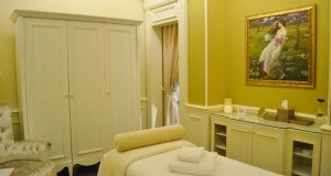 The massage and treatment rooms are decorated with reproductions of pre-Raphaelite paintings.
