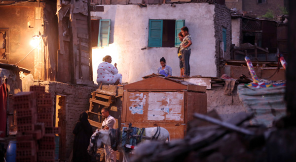 Around 1.5 million middle-class Egyptians fell below the poverty line in 2015 alone, analysts say. (Photo: A family in the poor district of Ramlet Bulaq, EPA)